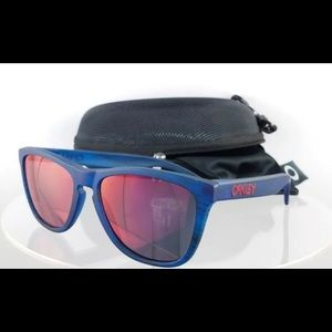 Brand New Authentic Oakley Sunglasses OO9013 B555